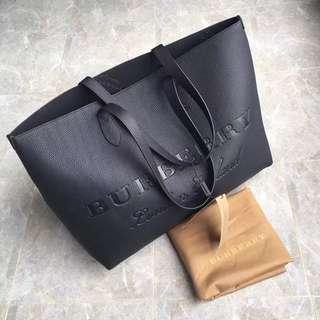 Burberry 原廠皮黑色側背包