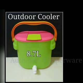Outdoor Cooler 8.7L 31.4cm (Length include handle x 27.6cm (Width include handle & tap x 25.7cm (H) Retail Price S$63.00 Now S$47.30