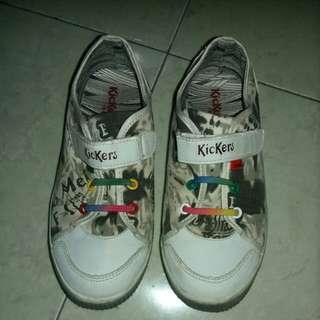 Sepatu merk kickers ori