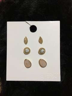 Forever 21 Earrings set