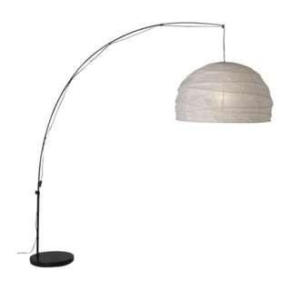 Bow floor lamp