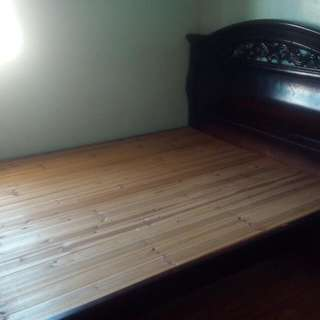 queen size wood frame bed