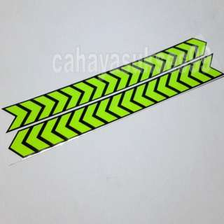 Sticker Cutting SAFETY SIGN ARROW HIJAU STABILLO 30cm Metalik Green Stiker Reflective PAKET PROMOSI Satu Set Sepasang