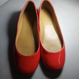 Nine West Coral peach patent Ballet Flats Size 7.5 orig price php 2000