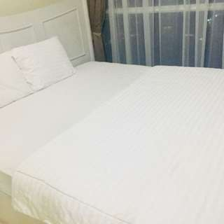 White blanket and bedsheet set king size