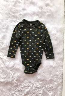H&M bodysuit (4-6 months)