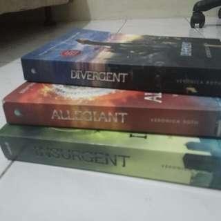 Novel Divergent Trilogy (Divergent, Insurgent, Allegiant)