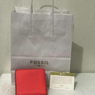"#E00255 Price ? DM :) •for seriuos buyers• ""FOSSIL"" EMMA MINI WALLET •NEW •Dompet kecil •Hanya 1 pcs •Include semua yang difoto #jualdompet #jualfossil #dompetfossit #casehpfossil #fossil #jualcepatmurah"