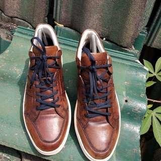 Sepatu tods