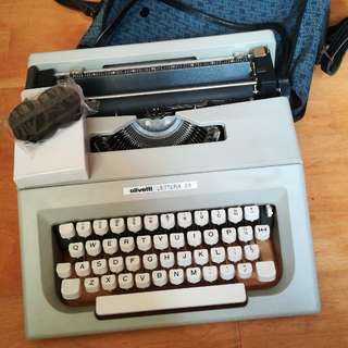 Typewriter Olivetti Lettera 25 *mint condition*