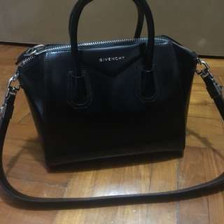 Givenchy Antigona black bag in small size