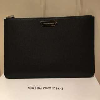 100%NEW & REAL EMPORIO ARMANI 黑色真皮拉鍊款手提包