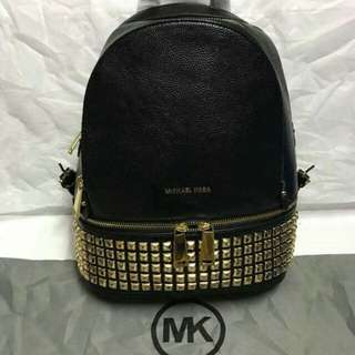 Michael Kors (Rhea Medium Studded Leather Backpack)