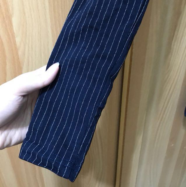 深藍直條紋窄管褲