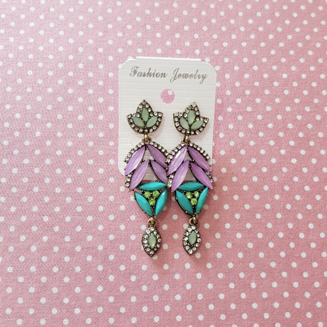 Anting colorful stone