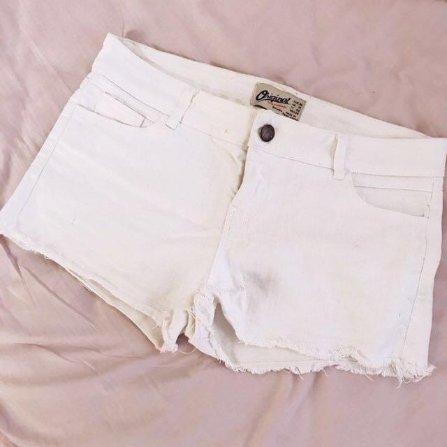 Bershka midwaist shorts