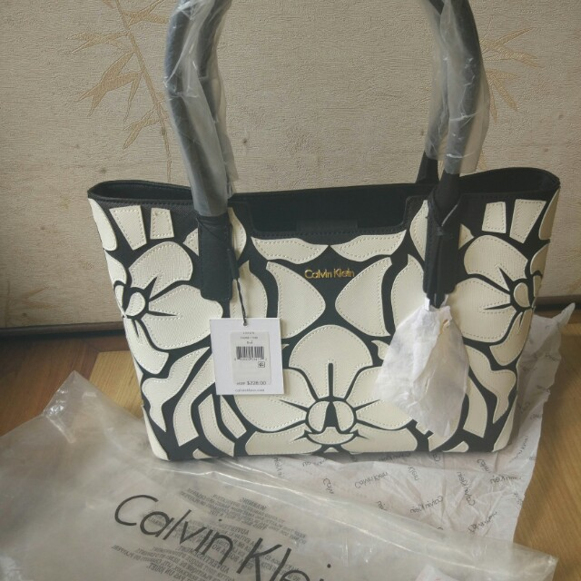 02f96223bc7 Calvin Klein saffiano novelty bag floral, Luxury, Bags & Wallets on ...