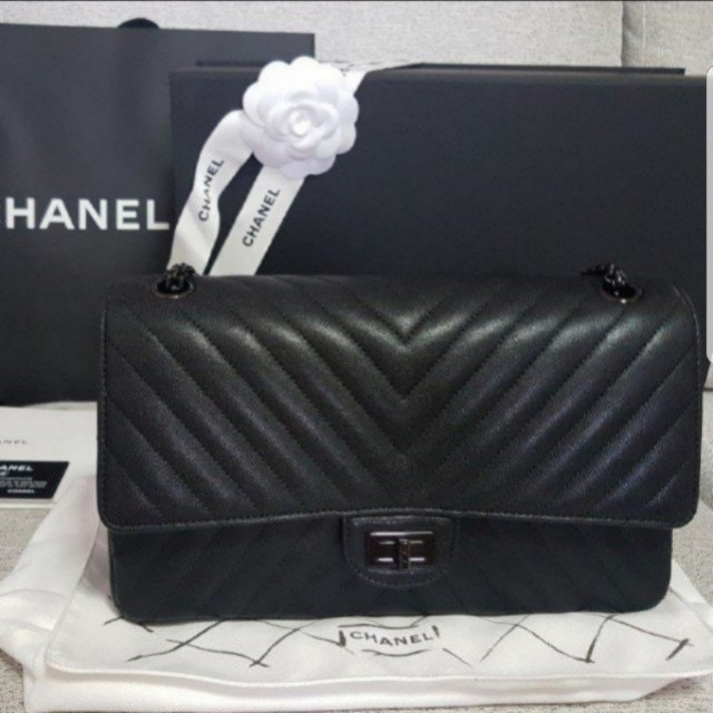 9bac67974160 Chanel 2.55 Reissue 226 So Black Chevron Limited Edition, Luxury, Bags &  Wallets on Carousell