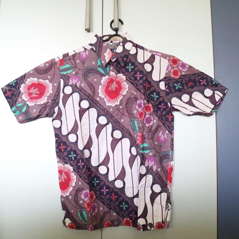 Kemeja batik floral