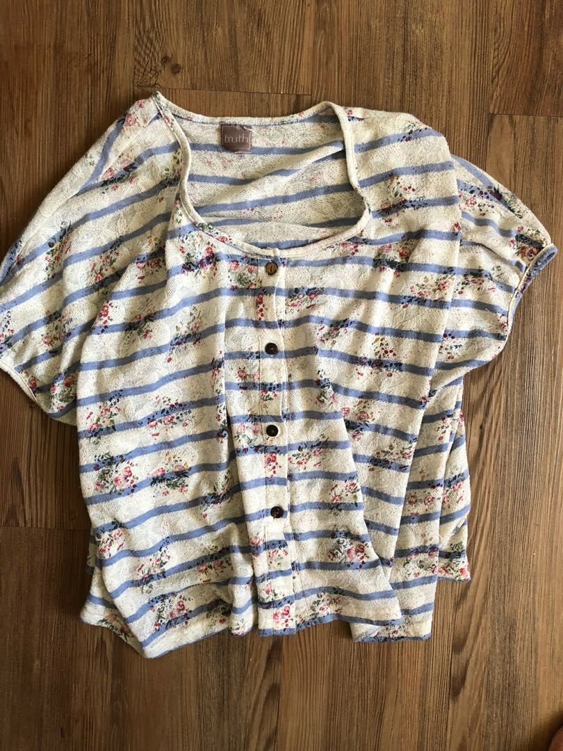 Knit top fits small to large