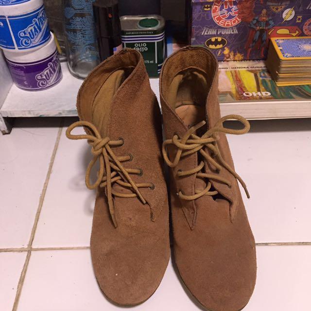 Sepatu boots insight