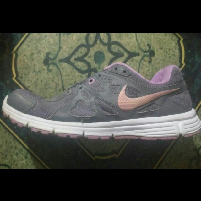 Sneaker Nike Revolution 2 Womens Fashion Womens Shoes On Carousell