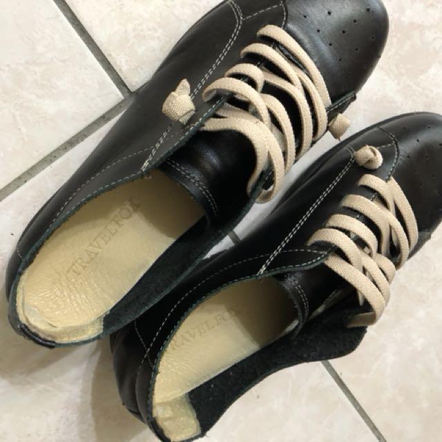 休閒鞋(Travelfox)原價1980