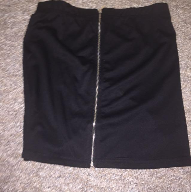 Zip in middle skirt ( BLACK )