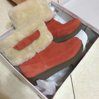 🚚 \含運專櫃貨/達芙妮短跟雪靴 25號