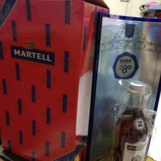 藍帶馬爹利280週年紀念版干邑50m l酒辦一支連陳列展示酒架和盒。