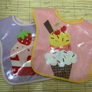 Wipeable weaning bibs