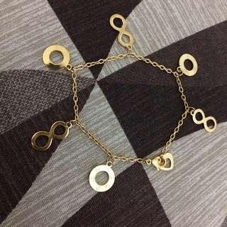 Gold infinity/circle pendants bracelet