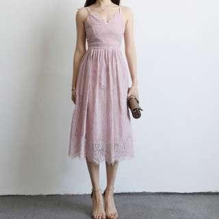粉色細肩蕾絲洋裝