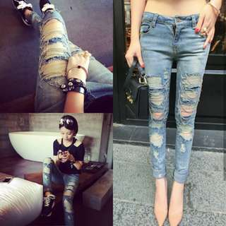 FASHION RIPPED CHAIN JEANS ( NEW WITH TAG  di pinggang belakang )