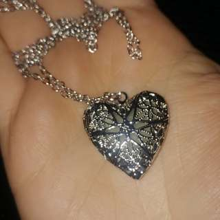 New glow in the dark heart pendant necklace