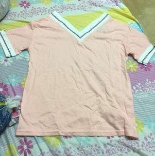 粉紅色 v領衫