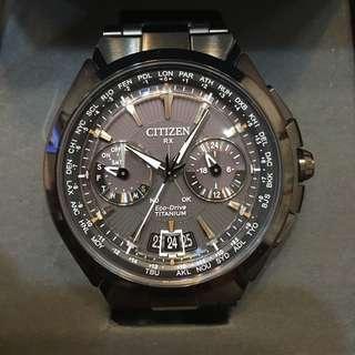 CITIZEN 王者旗艦衛星對時鈦金屬腕錶(CC1085-50E)