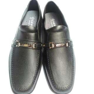 Sepatu karet pria hitam