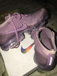 Selling my Vapormax(only used once), free one bottle of water proofer!