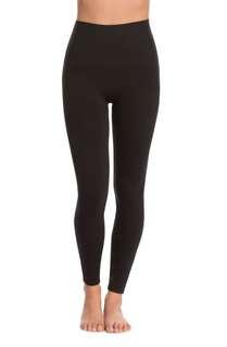 Elastic black leggings