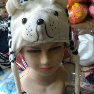 Topi karakter macan ready