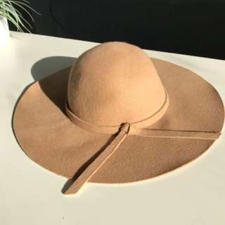 Atoms & Here - Beige Floppy Felt Hat