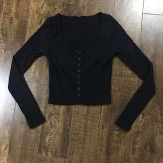 Black long-sleeve crop top