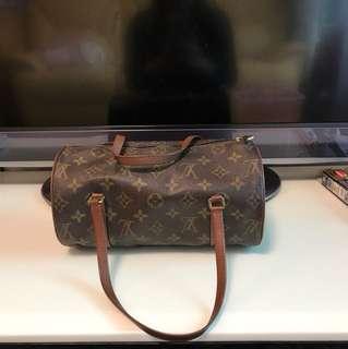 100% 真LV 袋,不陪驗,介意勿買,手挽位永不污,不同現在出的LV, 因為10 多年前的款式,具有收藏價值!
