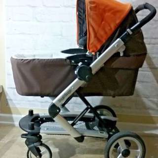 Peg Perego skate stroller . It comes with a brand new bassinet.  The stroller is in very good conditions .