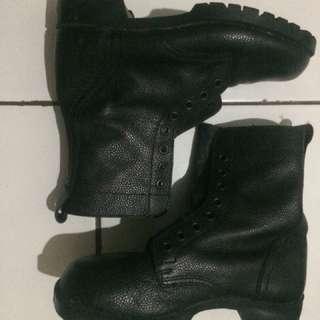 Boot TNI AU