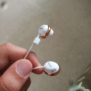 Phillips gold and white earphone