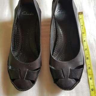"""Authentic Clarks 2"""" Black shoes"""