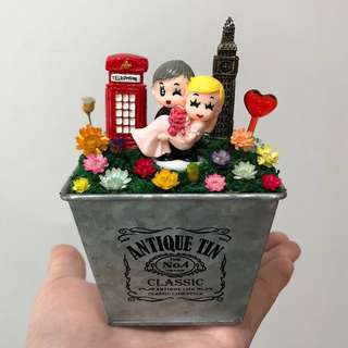 ❤️Loving Young Wedding Couple Carrying Bride Telephone Booth Big Ben Frozen Flowers Cute Terrarium Deco Antique Tin Square Pot