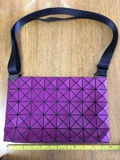 二手九成新日本Bao Bao 紫色斜揹袋